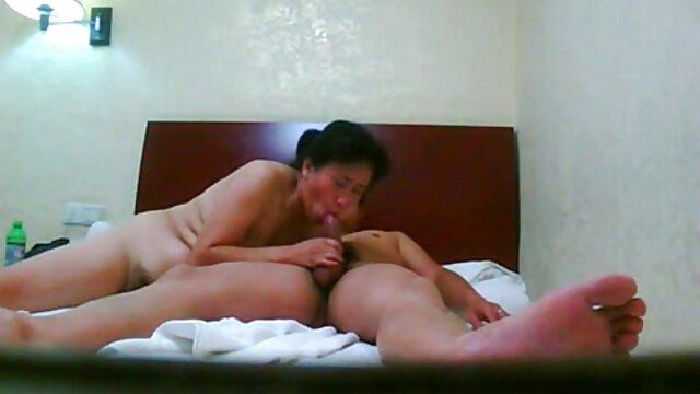 Aiko videostriplexxx hirose hace una paja antes de meterse shlong en su polla